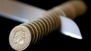 Usted tiene algunos amigos que no se cortan al  afirmar que pasan todos sus gastos personales a  través de su SL. ¿Es esto posible? ¿Cómo debe  actuar para evitar problemas con Hacienda?